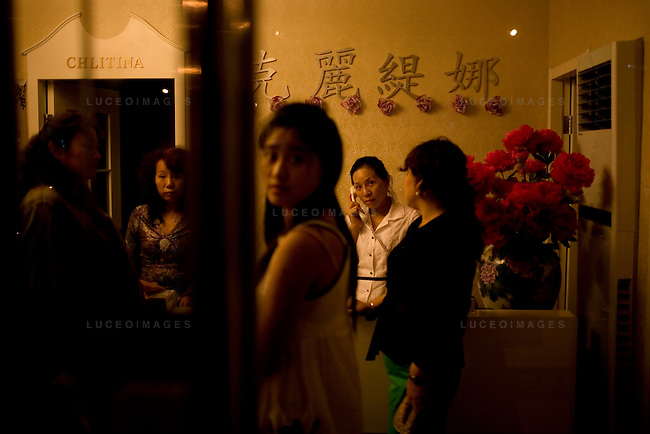 Beauty salon workers wait for customers in Beijing, China on Thursday, August 21, 2008.  Kevin German