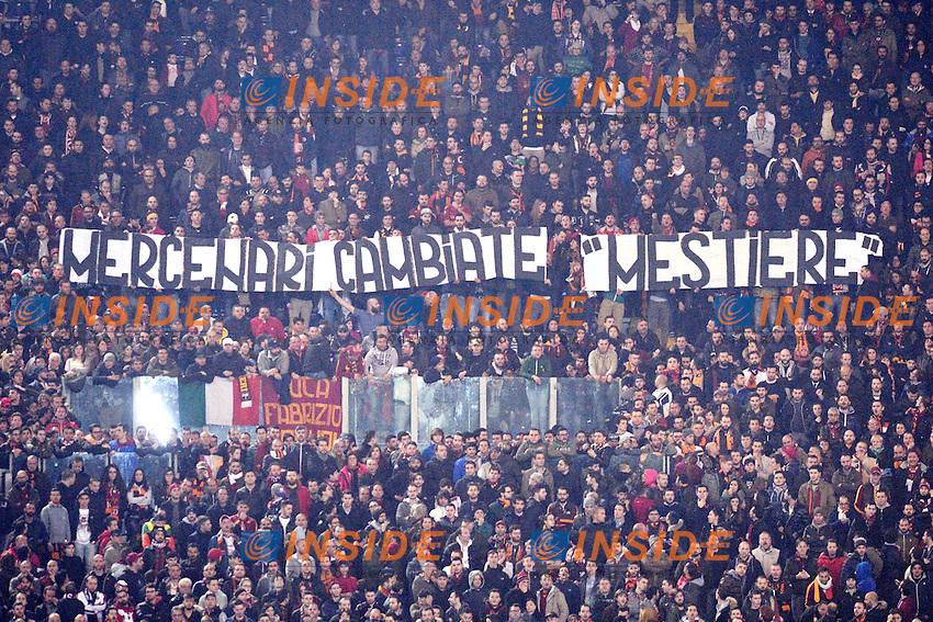 striscione dei tifosi della Roma: &quot;Mercenari cambiate mestiere&quot;.<br /> Roma 19-03-2015 Stadio Olimpico Football Calcio Europa League Fiorentina - AS Roma . Foto Antonietta Baldassarre / Insidefoto