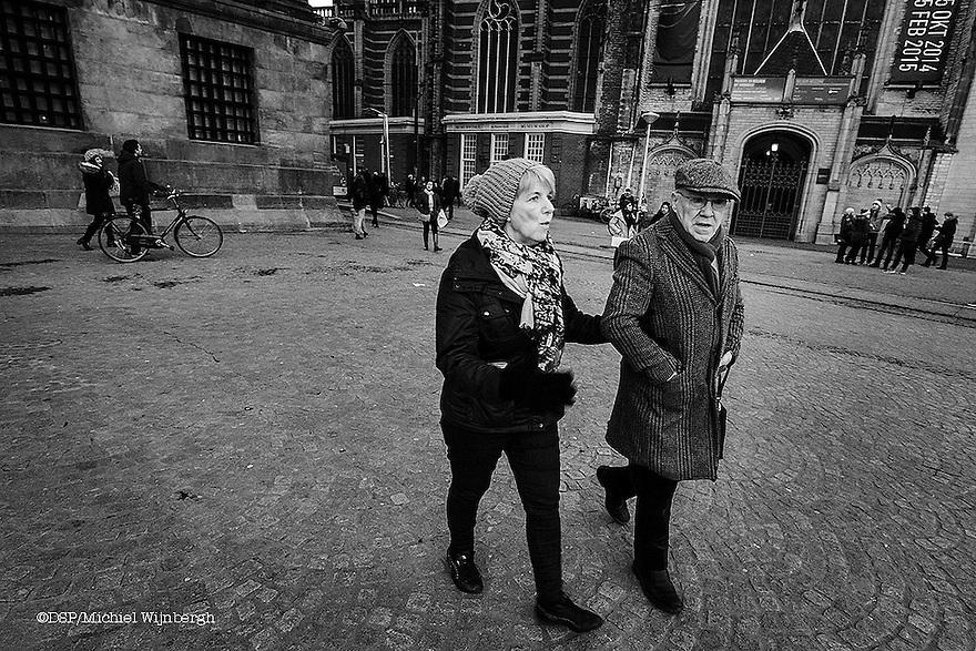 Nederland, Amsterdam, 31 jan 2015<br /> Ouderen lopen op de Dam voor het Paleis<br /> Foto: (c) Michiel Wijnbergh