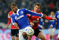 FUSSBALL   1. BUNDESLIGA   SAISON 2011/2012   20. SPIELTAG FC Schalke 04 - FSV Mainz 05                                  04.02.2012 Jefferson Farfan (re, FC Schalke 04)  gegen Radoslav Zabavnik (li, Mainz)