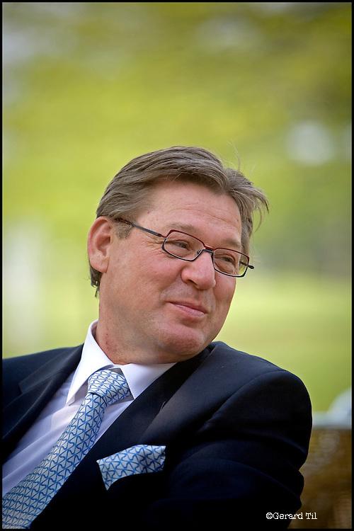Nederland, Soestduinen , 09-05-2006 - Portret van vastgoed magnaat Richard Homburg van Homburg Invest Inc.  op het terras van Hilton Hotel Soestduinen enkele minuten voor het begin van een  presentatie voor aandeelhouders. FOTO: Gerard Til/Hollandse Hoogte