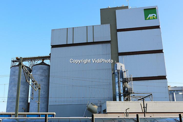 Foto: VidiPhoto<br /> BARNEVELD - De veevoederfabriek van AgruniekRijnvallei (AR) in Barneveld