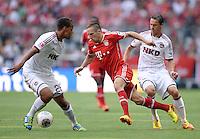 Fussball  1. Bundesliga  Saison 2013/2014  3. Spieltag FC Bayern Muenchen - 1. FC Nuernberg       24.08.2013 Franck Ribery (FC Bayern Muenchen) gegen Markus Feulner (re, 1. FC Nuernberg) und Timothy Chandler (1. FC Nuernberg)