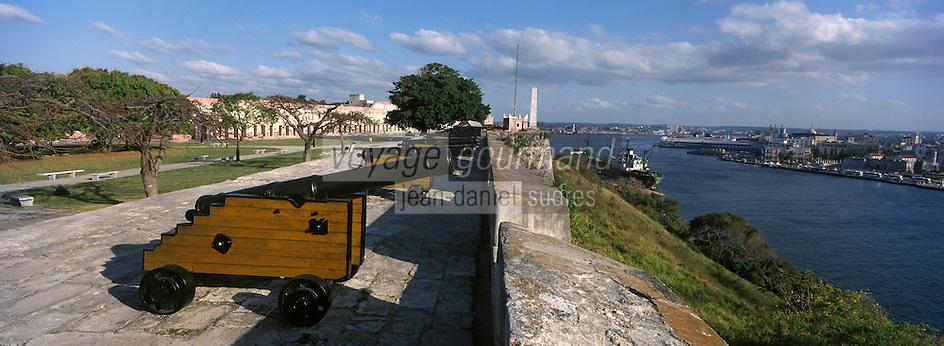 Cuba/La Havane: Depuis la Fortaleza de San Carlos de la Cabana vue sur le port et la ville