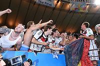 FUSSBALL WM 2014                       FINALE   Deutschland - Argentinien     13.07.2014 DEUTSCHLAND FEIERT DEN WM TITEL: Kevin Grosskreutz (re) jubelt unter seinesgleichen