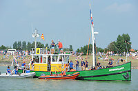 ZEILEN: STAVOREN: IJsselmeer, 26-07-2014, SKS skûtsjesilen, start- en finishschip Zevenwolden, ©Martin de Jong