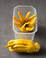 Cedrat main de bouddha de chez Bachez-  Agrumes Bachez   - Stylisme : Valérie LHOMME