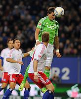 FUSSBALL   1. BUNDESLIGA   SAISON 2011/2012    10. SPIELTAG Hamburger SV - VfL Wolfsburg                                22.10.2011 Mario MANDZUKIC  (re, Wolfsburg) erzielt per Kopf das Tor zum 0:1. Slobodan RAJKOVIC (vorn, Hamburg) kommt zu spaet