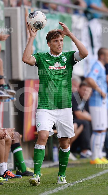 FUSSBALL  1. Bundesliga   2013/2014   Testspiel in Zell am Ziller SV Werder Bremen - 1860 Muenchen      10.07.2013 Clemens Fritz (SV Werder Bremen) beim Einwurf