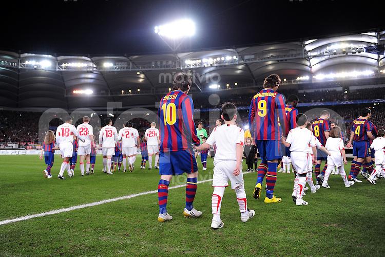 FUSSBALL  International  Champions   League  Hinspiel   SAISON 2009/2010    VfB Stuttgart -  FC Barcelona      23.02.2010 Lionel Messi mit Zlatan Ibrahimovic  (Barca)
