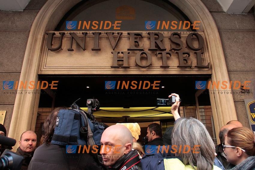 L'entrata dell'hotel presa d'assalto dai media.Roma 04/03/2013 Hotel Universo. Vertice del Movimento 5 Stelle.Photo Samantha Zucchi Insidefoto