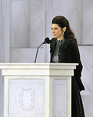 "Washington, DC - January 18, 2009 -- Marisa Tomei reads a historical passage at the ""Today: We are One - The Obama Inaugural Celebration at the Lincoln Memorial"" in Washington, D.C. on Sunday, January 18, 2009..Credit: Ron Sachs / CNP.(RESTRICTION: NO New York or New Jersey Newspapers or newspapers within a 75 mile radius of New York City)"
