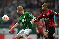 FUSSBALL   1. BUNDESLIGA   SAISON 2012/2013    33. SPIELTAG SV Werder Bremen - Eintracht Frankfurt                   11.05.2013 Kevin De Bruyne (li, SV Werder Bremen) gegen Anderson (re, Eintracht Frankfurt)