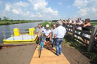 ALGEMEEN: LUINJEBERD: Fietsveerpont de Deelen, 11-07-2014, ©foto Martin de Jong