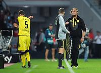 FUSSBALL   1. BUNDESLIGA   SAISON 2011/2012    4. SPIELTAG Bayer 04 Leverkusen - Borussia Dortmund              27.08.2011 Sebastian KEHL (li) und Juergen KLOPP (re, beide Dortmund) reklamieren beim vierten Offiziellen Markus SCHMIDT (Mitte)