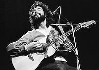 Cat Stewart performing 1974. Credit: Ian Dickson/MediaPunch