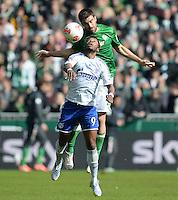 FUSSBALL   1. BUNDESLIGA   SAISON 2012/2013    28. SPIELTAG SV Werder Bremen - FC Schalke 04                          06.04.2013 Michel Bastos (FC Schalke 04) vor Sokratis Papastathopoulos (SV Werder Bremen)