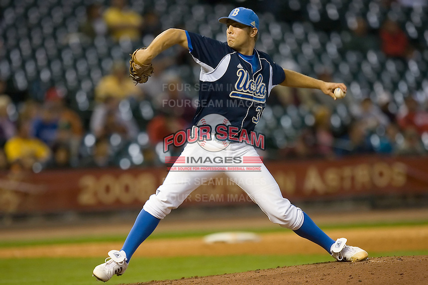 Relief pitcher Matt Grace #31 of the UCLA Bruins in action versus the Baylor Bears in the 2009 Houston College Classic at Minute Maid Park February 28, 2009 in Houston, TX.  The Bears defeated the Bruins 5-1. (Photo by Brian Westerholt / Four Seam Images)