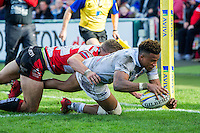 Anthony Watson of Bath Rugby scores a try in the corner. Aviva Premiership match, between Gloucester Rugby and Bath Rugby on October 1, 2016 at Kingsholm Stadium in Gloucester, England. Photo by: Patrick Khachfe / Onside Images