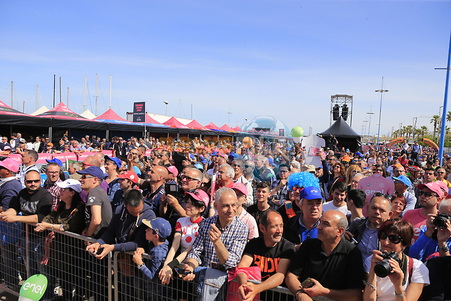 Big crowds at sign on before Stage 1 of the 100th edition of the Giro d'Italia 2017, running 206km from Alghero to Olbia, Sardinia, Italy. 4th May 2017.<br /> Picture: Eoin Clarke | Cyclefile<br /> <br /> <br /> All photos usage must carry mandatory copyright credit (&copy; Cyclefile | Eoin Clarke)