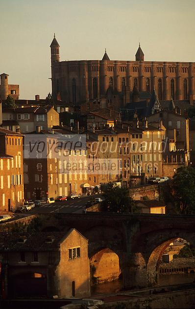 Europe/France/Midi-Pyrénées/81/Tarn/ Albi: Le pont vieux, les maisons sur le Tarn et la Cathédrale Sainte-cécile