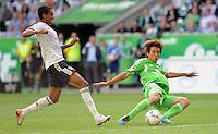 FUSSBALL   1. BUNDESLIGA   SAISON 2011/2012    2. SPIELTAG VfL Wolfsburg - FC Bayern Muenchen      13.08.2011 Luiz GUSTAVO (li, Bayern) egegen Ja-Cheol KOO (re, Wolfsburg)