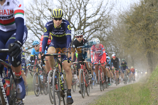 The peloton on gravel sector 4 Commune di Murlo during the 2017 Strade Bianche running 175km from Siena to Siena, Tuscany, Italy 4th March 2017.<br /> Picture: Eoin Clarke   Newsfile<br /> <br /> <br /> All photos usage must carry mandatory copyright credit (&copy; Newsfile   Eoin Clarke)