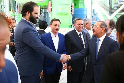 Juan Vicini y el presidente Danilo Medina se saludan.