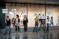 Roma, 1 Maggio 2012.Primo maggio. Studenti, precari e disoccupati picchettano i negozi aperti alla stazione Termini nel giorno della Festa dei Lavoratori, e protestano contro l'austerity e i sacrifici. Picchettaggio al  negozio Benetton