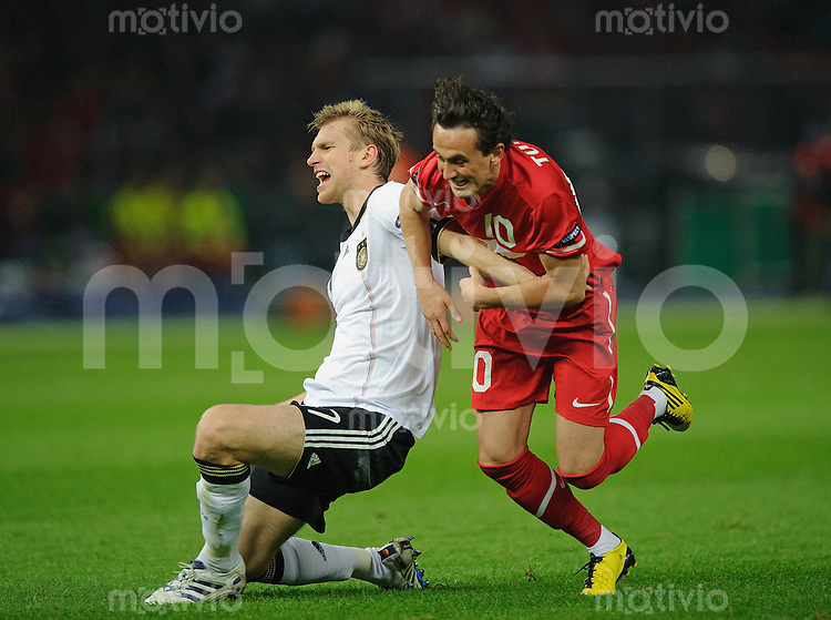 Fussball Euro 2012 Qualifikation  Deutschland - Tuerkei V.l.: Per MERTESACKER (GER) gegen Tuncay SANLI (TUR).