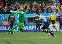 Luis Suarez scores for uruguay 1-0