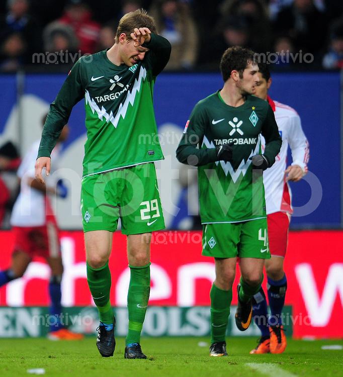 FUSSBALL   1. BUNDESLIGA   SAISON 2010/2010   23. Spieltag Hamburger SV - SV Werder Bremen                         19.02.2011 Per MERTESCAKER (li) und Dominik SCHMIDT (re, beide Bremen) enttaeuscht