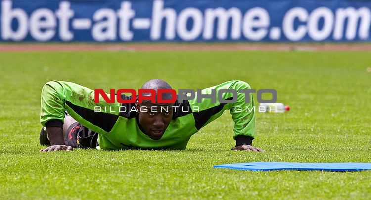 23.05.2010, AUT, FIFA Worldcup Vorbereitung, Training Kamerun im Bild Guy Roland Ndy Assembe, Torh&uuml;ter, Nationalteam Kamerun (Valenciennes) vor eine bet-at-home Werbebande,  Foto: nph /  J. Feichter *** Local Caption *** Fotos sind ohne vorherigen schriftliche Zustimmung ausschliesslich f&uuml;r redaktionelle Publikationszwecke zu verwenden.<br /> <br /> Auf Anfrage in hoeherer Qualitaet/Aufloesung