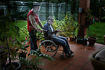Following a car accident Andres is paralyzed and confined to a wheelchair. For the last two years Rober, a Bolivian carer, has come every day to his home to help him with domestic chores. Since the accident Andres' passion has been gardening and its only with Rober's help that he can do the daily check of his plants. In the last two years they've become very close.