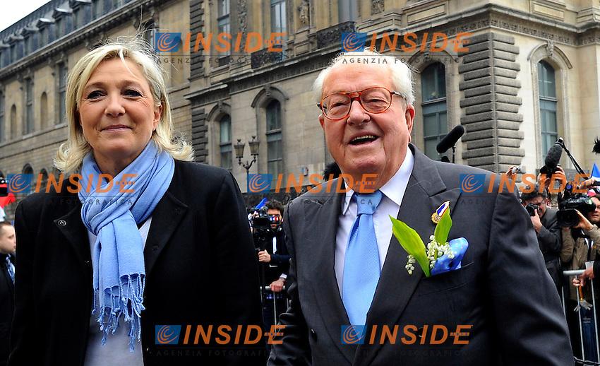 01-05-2012 Defiler du 1er Mai du Front National a Paris<br /> En presence de Jean Marie Le Pen President d honneur du Front National et Marine Le Pen Presidente du FN deposent une gerbe devant la statue de Jeanne d Arc <br /> Foto Panoramic / Insidefoto