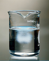SUPERSATURATED SOLUTION - SODIUM ACETATE IN WATER: 5 of 6<br /> NaC2H3O2 recrystallizing after seed crystal is added