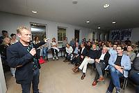 FRYSKE SPORTEN: LEEUWARDEN: 16-09-2015, Elfstedenhal, Fryske sport yn dyn klasse van start, groepsleerkrachten en directie van het basisonderwijs en buurtsportcoaches/vakleerkrachten waren uitgenodigd voor deze speciale gelegenheid, Remco den Dulk van Sport Fryslân aan het woord, ©foto Martin de Jong