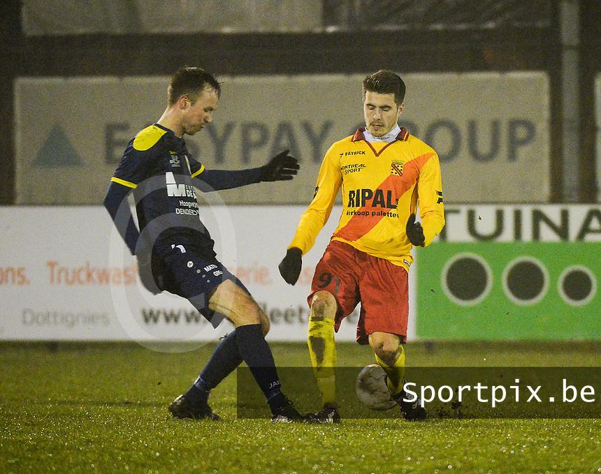 Eendracht Wervik - FC Lebbeke :<br /> duel tussen Jan Dewinter (R) en Enzo Neve (L)<br /> Foto VDB / Bart Vandenbroucke