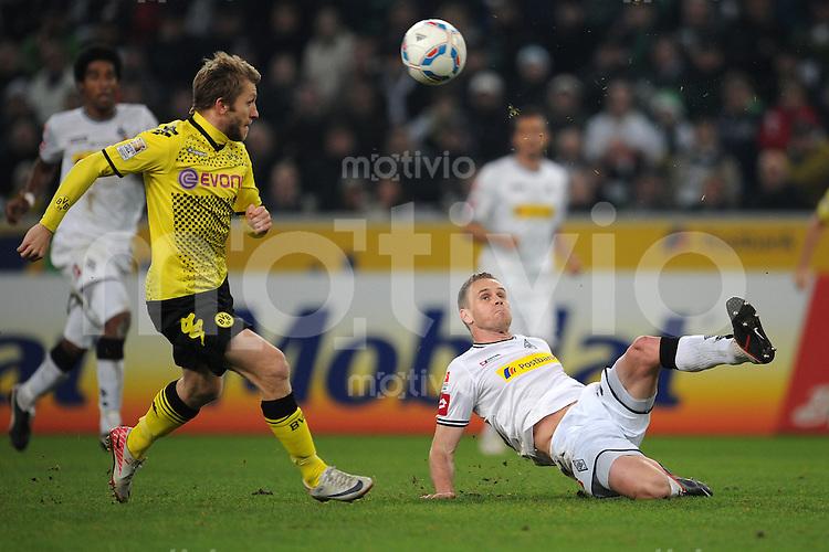 FUSSBALL   1. BUNDESLIGA   SAISON 2011/2012    15. SPIELTAG Borussia Moenchengladbach - Borussia Dortmund        03.12.2011 Filip DAEMS (re, Moenchengladbach) rettet vor Jacub BLASZCZYKOWSKI (genannt KUBA, links, Dortmund)