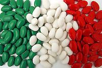 Confetti tricolore per matrimonio italiano..Tricoloured sugared almond for Italian wedding..