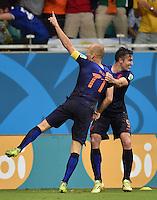 FUSSBALL WM 2014  VORRUNDE    Gruppe B     Spanien - Niederlande                13.06.2014 Arjen Robben (li) und Robin van Persie (re, beide Niederlande) jubeln nach dem Tor zum 1:5