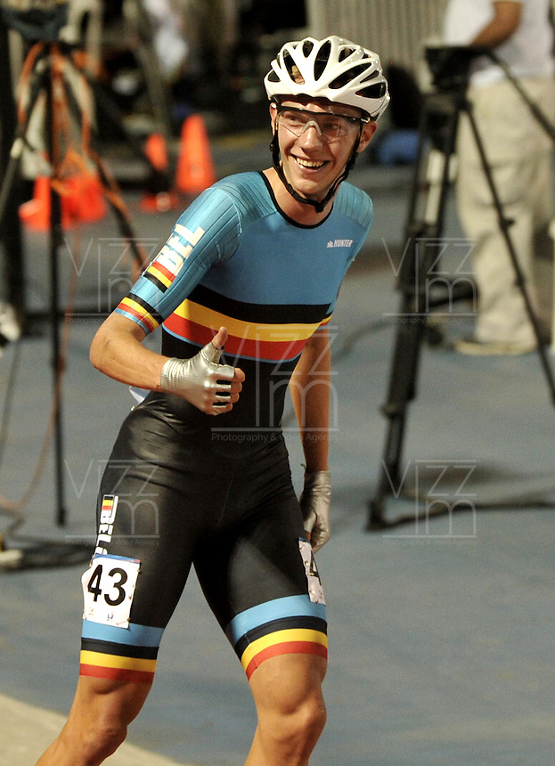 CALI - COLOMBIA - 01-08-2013: Bart Swings de Belgica gana medalla de oro en la prueba de los 10000 metros Puntos/Eliminación mayores varones en los IX Juegos Mundiales Cali, agosto 1 de 2013. (Foto: VizzorImage / Luis Ramirez / Staff). Bart Swings from Belgium won the gold medal in the 10000 metros Points/Elimintion senior men  the IX World Games Cali, August 1, 2013. (Photo: VizzorImage / Luis Ramirez / Staff).