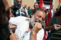 Roma 27 Giugno 2012.Manifestazione  dei sindacati di base  contro la riforma del lavoro e il ministro Fornero..I manifestanti dei sindacati di base vengono fermati in piazza Montecitorio dal servizio d'ordine della CGIL. Un manifestante  ferito