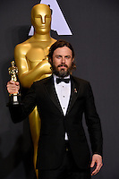 Casey Affleck in the photo room at the 89th Annual Academy Awards at Dolby Theatre, Los Angeles, USA 26 February  2017<br /> Picture: Paul Smith/Featureflash/SilverHub 0208 004 5359 sales@silverhubmedia.com