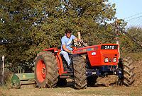 Pulizia dei campi, per prevenire incendi..Cleaning the fields, to prevent fires.. ...