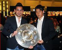 FUSSBALL   1. BUNDESLIGA   SAISON 2011/2012   34. SPIELTAG Borussia Dortmund feiert im Restaurant View in Dortmund die Meisterschaft am 05.05.2012 Shinji Kagawa (re) and Ilkay Guendogan (li)