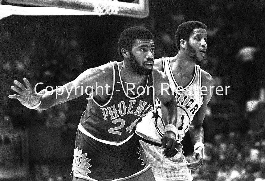 Warriors vs the Phoenix Suns. 1976, Gar Heard and <br />Jamaal Wilkes.(photo/Ron Riesterer)