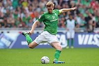FUSSBALL   1. BUNDESLIGA   SAISON 2011/2012    3. SPIELTAG SV Werder Bremen - SC Freiburg                             20.08.2011 Per MERTESACKER (Werder Bremen) am Ball