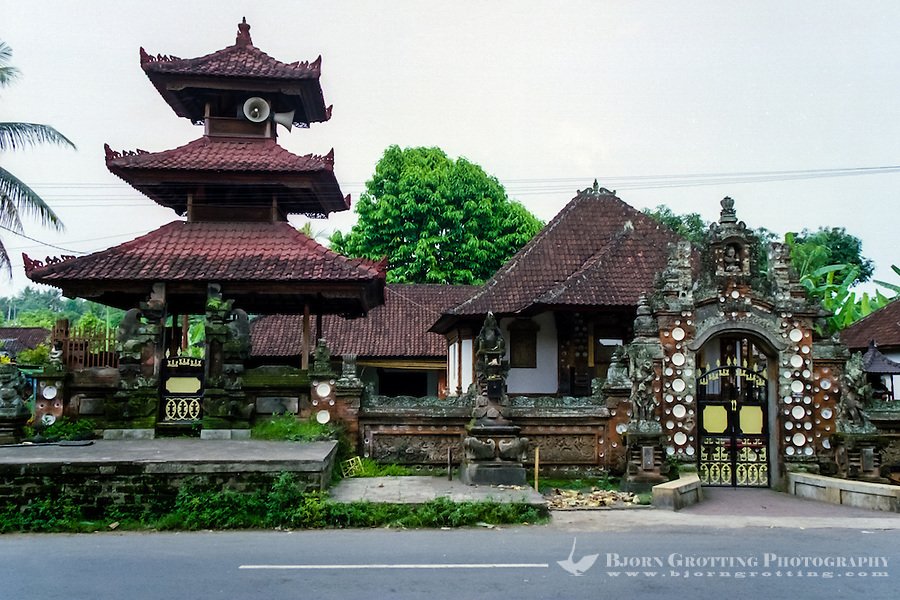 Bali, Tabanan, Kerambitan. One of the beautiful old buildings in Kerambitan.