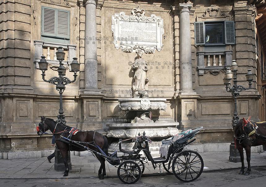"""Palermo: Vigliena square also known as """"4 canti""""..Palermo; piazza Vigliena comunemente chiamata """"4 canti"""""""